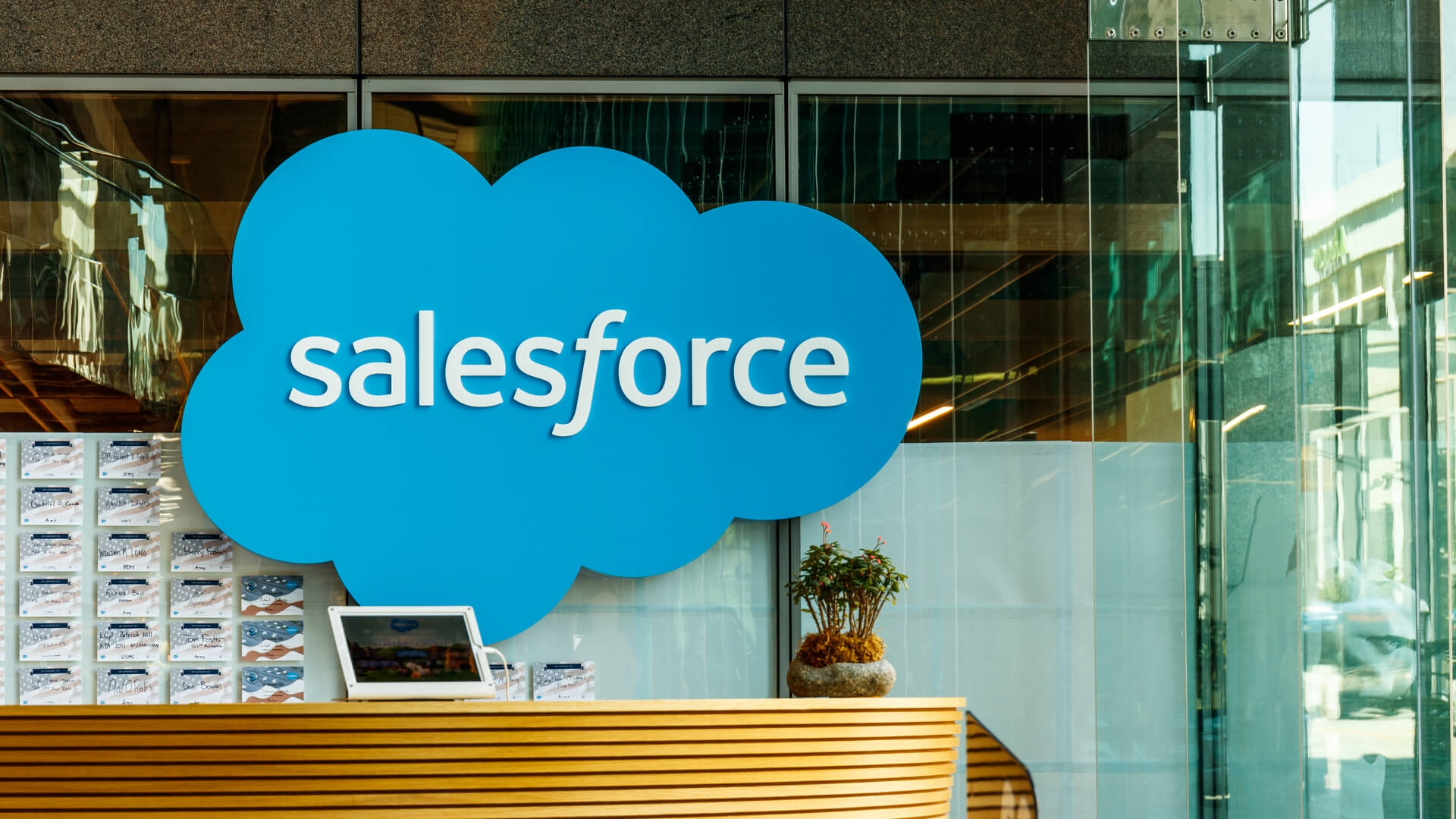Salesforce will acquire Salesforce.org for $300 million | DeviceDaily.com