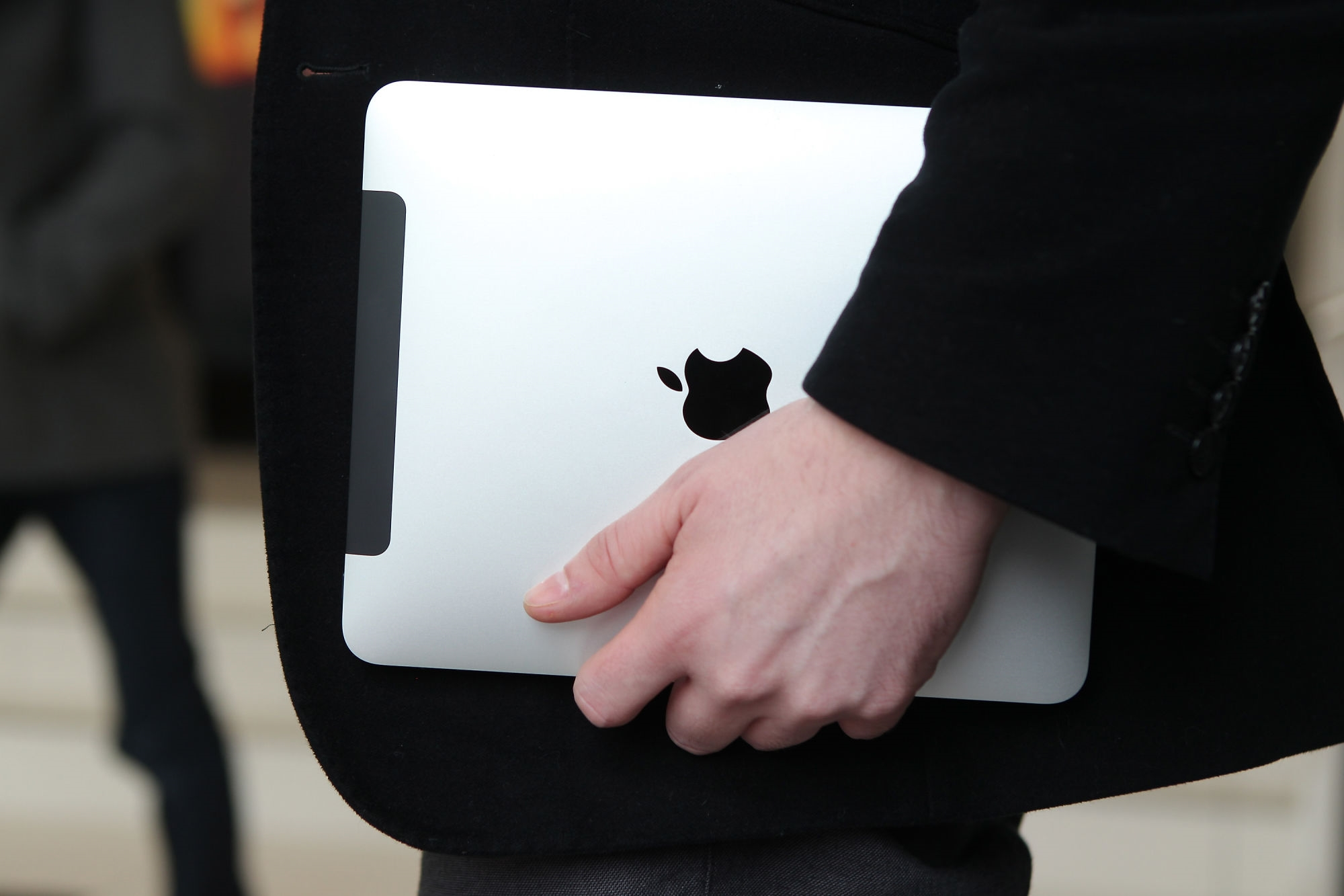 This week in tech history: Apple releases the first iPad | DeviceDaily.com