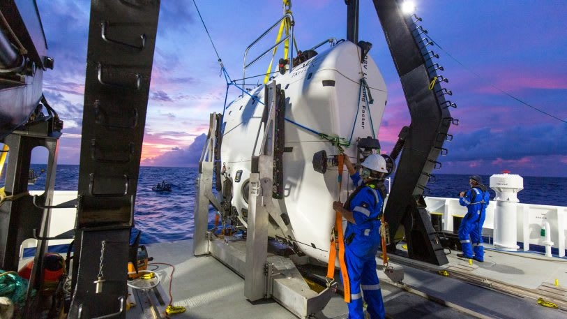 Undersea explorer goes deeper than any solo diver in history and finds plastic | DeviceDaily.com