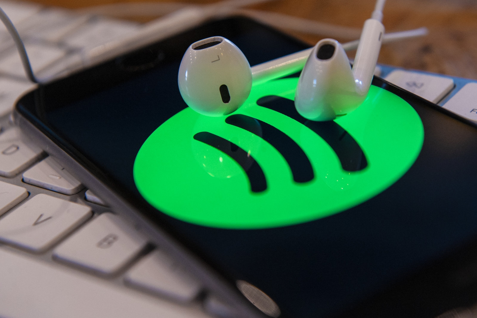 EU set to investigate Apple over Spotify's competition claims | DeviceDaily.com