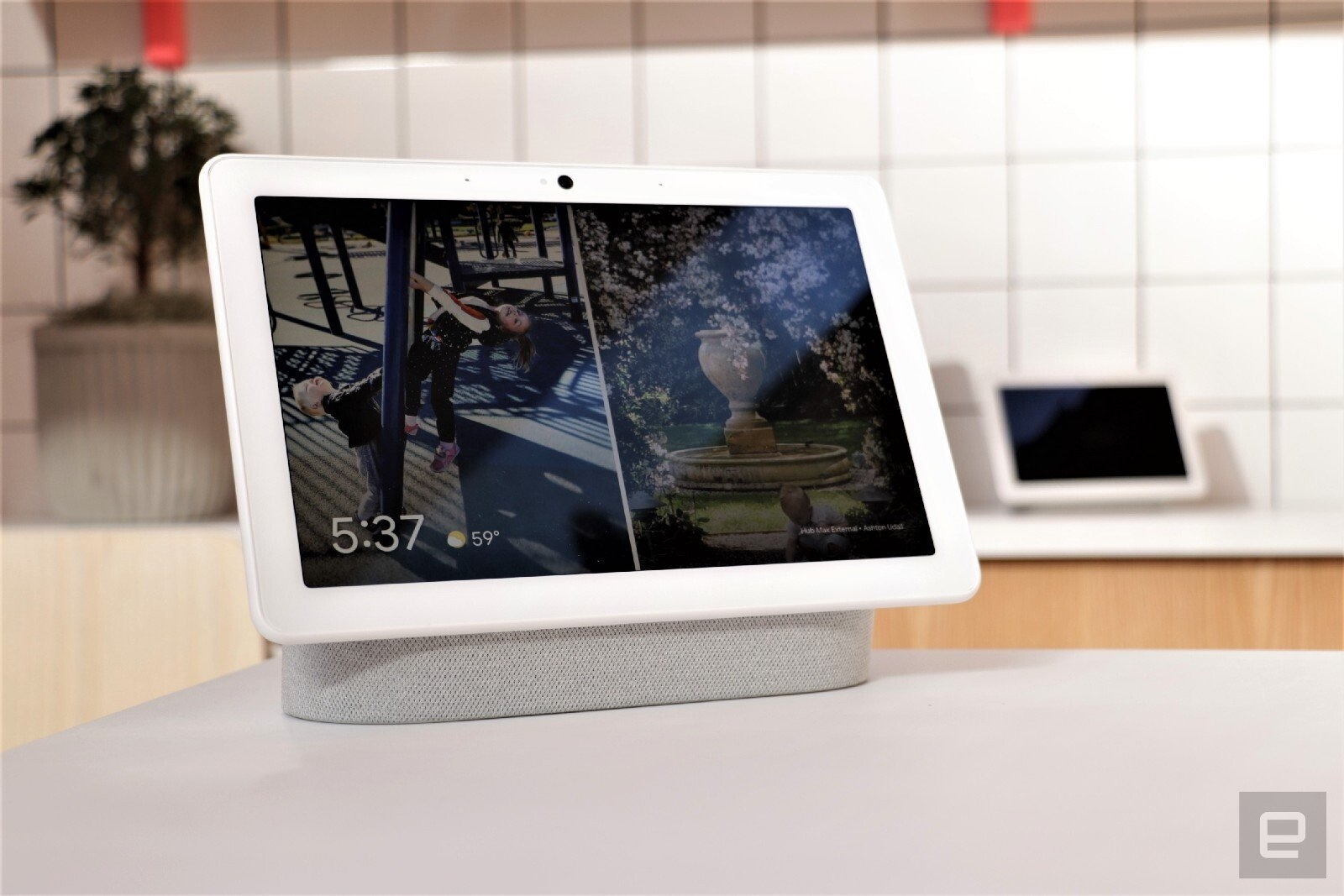 Google rolls out a refreshed, more personal Smart Display interface | DeviceDaily.com
