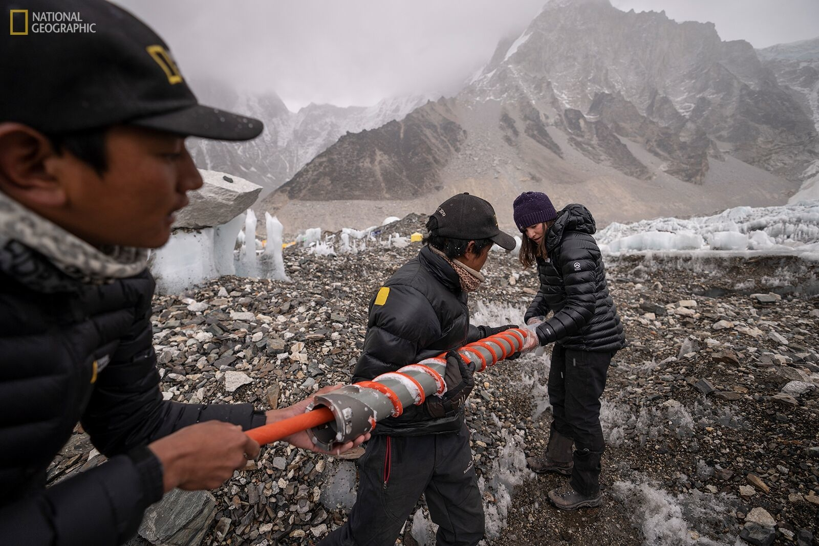 Mount Everest expedition installs highest weather stations on Earth | DeviceDaily.com