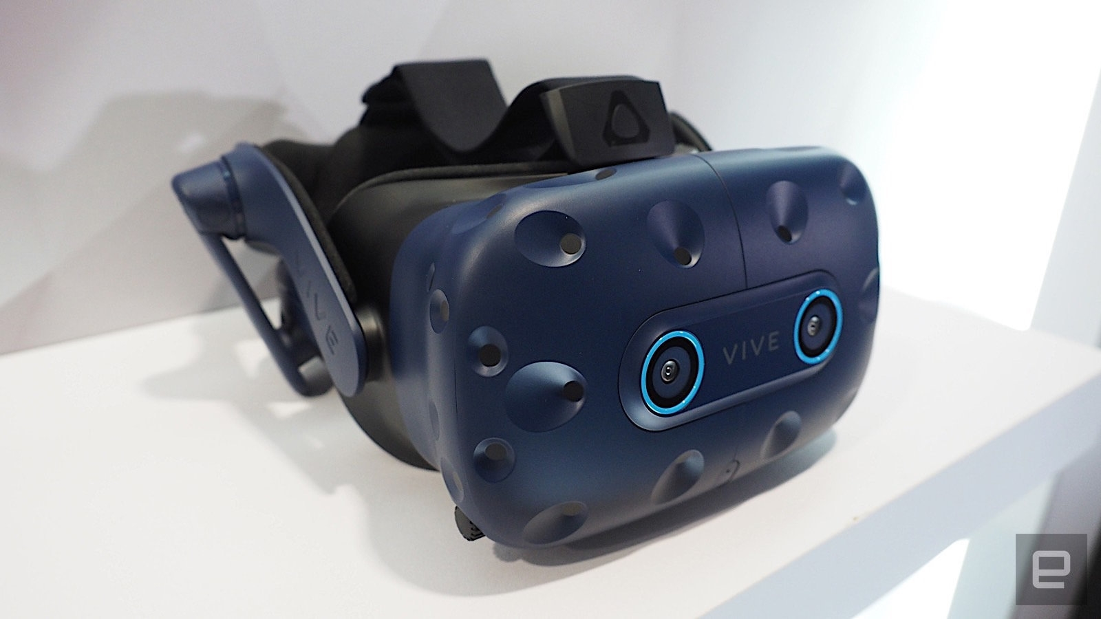 HTC Vive Pro Eye is now out in North America for $1,599 | DeviceDaily.com