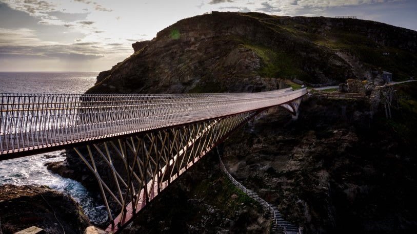 This beautiful but terrifying new footbridge has a gap in the middle   DeviceDaily.com