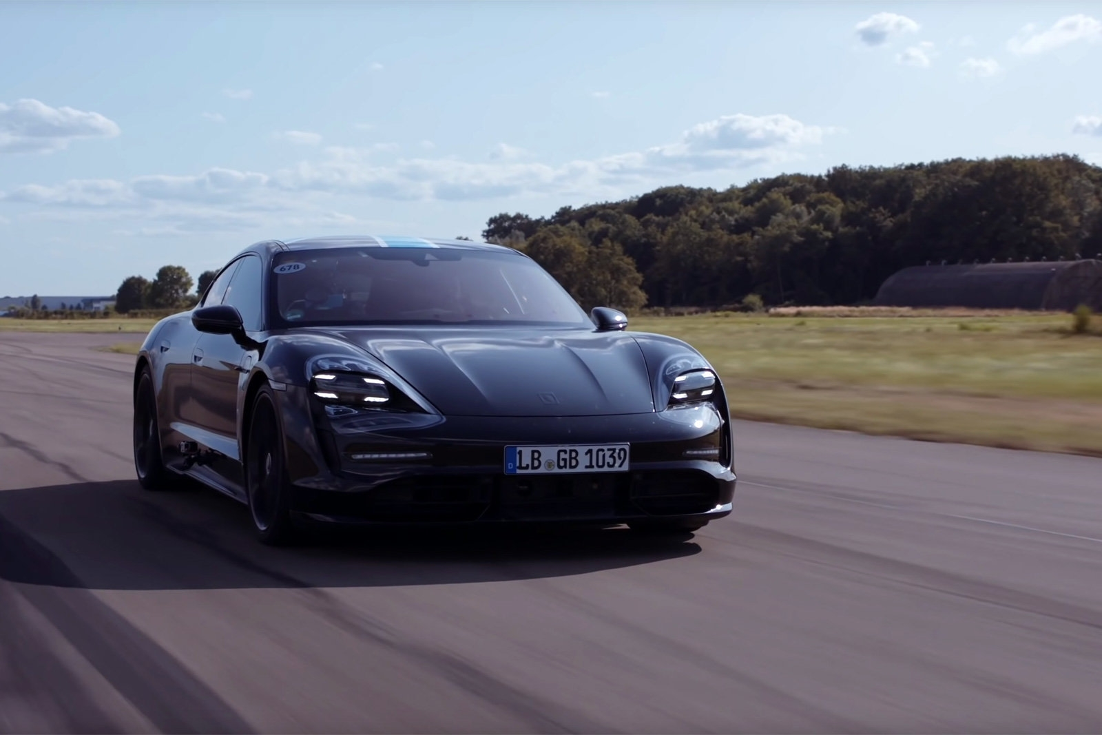 Porsche Taycan test drive shows the EV's repeatable launch control | DeviceDaily.com