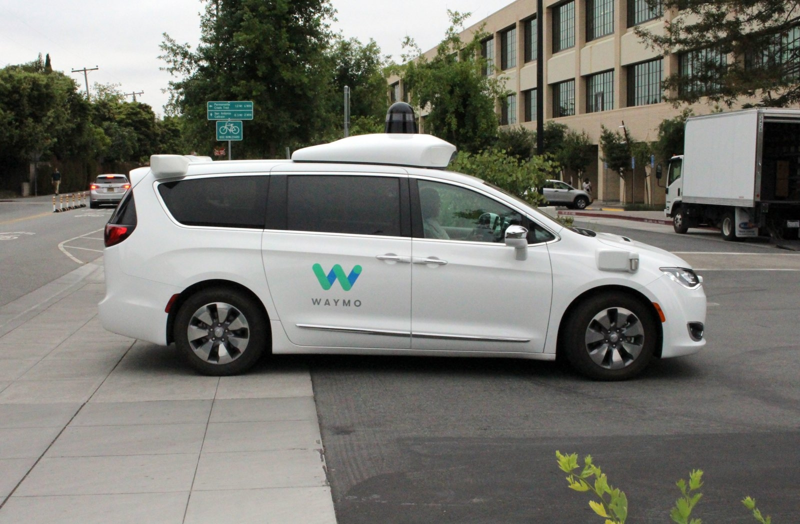 Waymo uses evolutionary competition to improve its self-driving cars | DeviceDaily.com