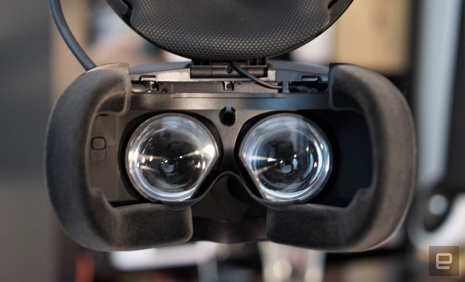 HTC Vive Cosmos review: Too late, too expensive | DeviceDaily.com
