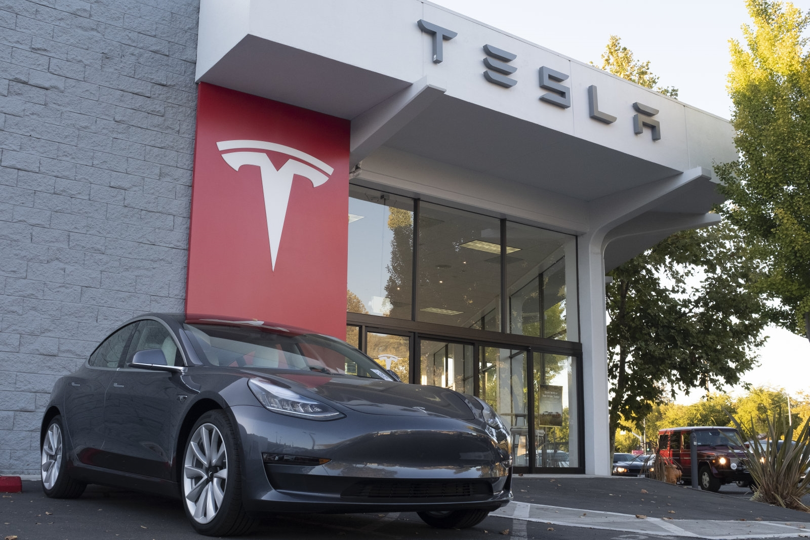 Tesla acquires battery expert in bid to make its own cells | DeviceDaily.com