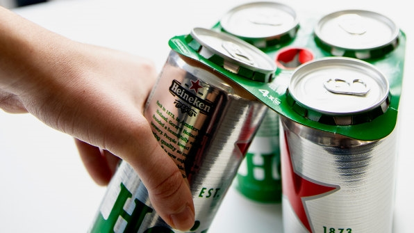 If you buy a pack of Heineken in the U.K., it won't have plastic rings anymore | DeviceDaily.com