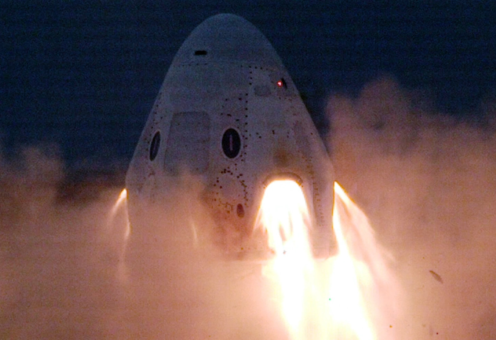 SpaceX successfully completes Crew Dragon engine tests without an explosion   DeviceDaily.com