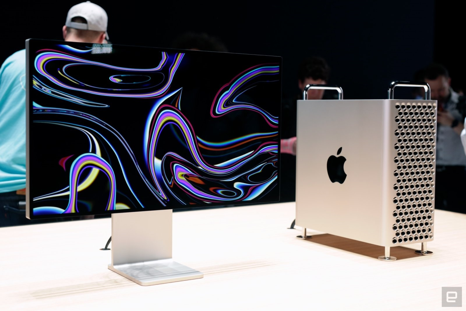 Apple's redesigned Mac Pro will be available to order December 10th | DeviceDaily.com