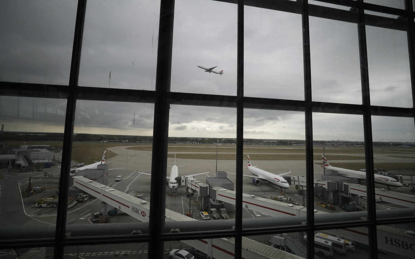 Heathrow Airport installs anti-drone system that can locate UAV pilots | DeviceDaily.com