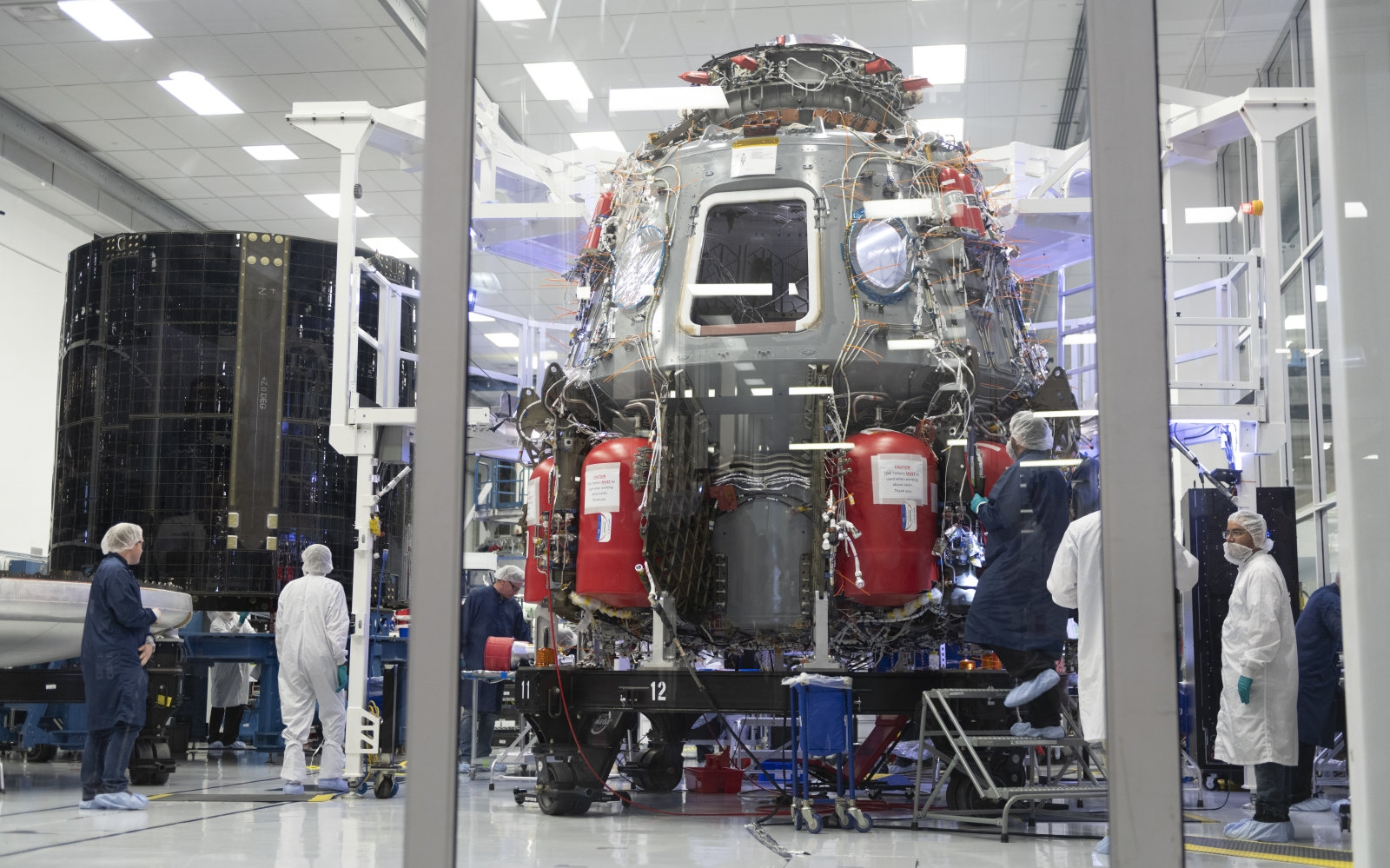 SpaceX video shows a simulated Crew Dragon mission to the ISS | DeviceDaily.com