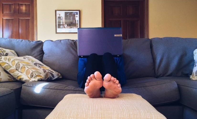 The Modern Workplace May Come with a Couch, Chips, and Netflix   DeviceDaily.com