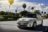 Mini's 2020 Cooper SE zips around town powered by electrons