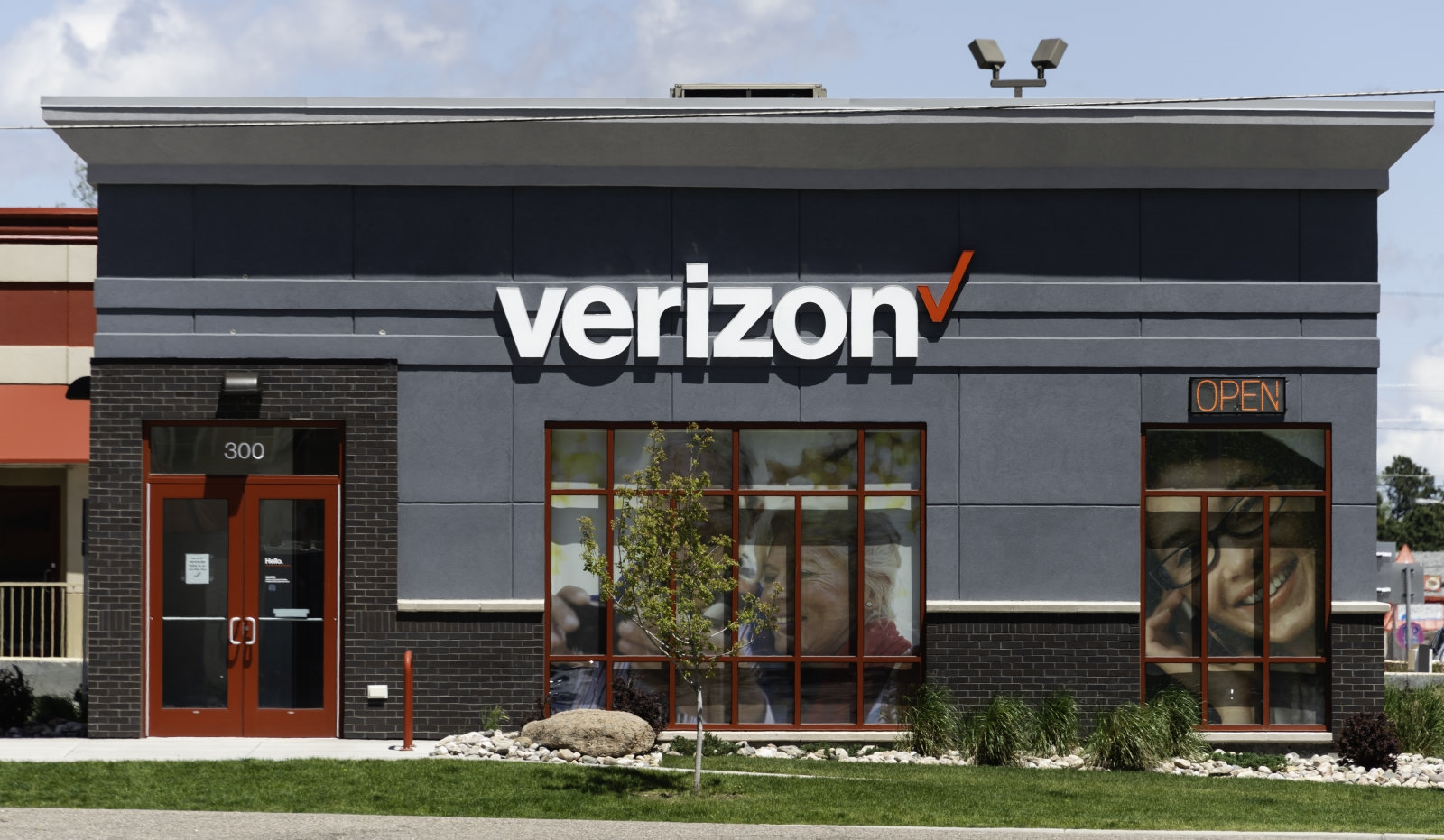 FCC gives Verizon extra mobile capacity to manage emergency demand | DeviceDaily.com