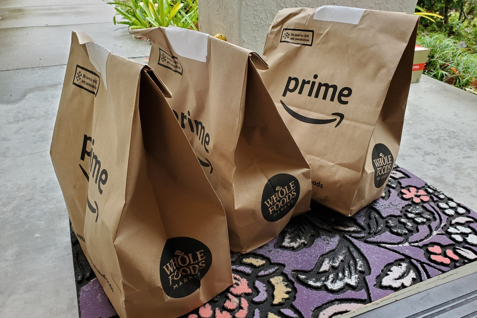 Amazon offers warehouse workers higher pay to handle Prime Now groceries | DeviceDaily.com