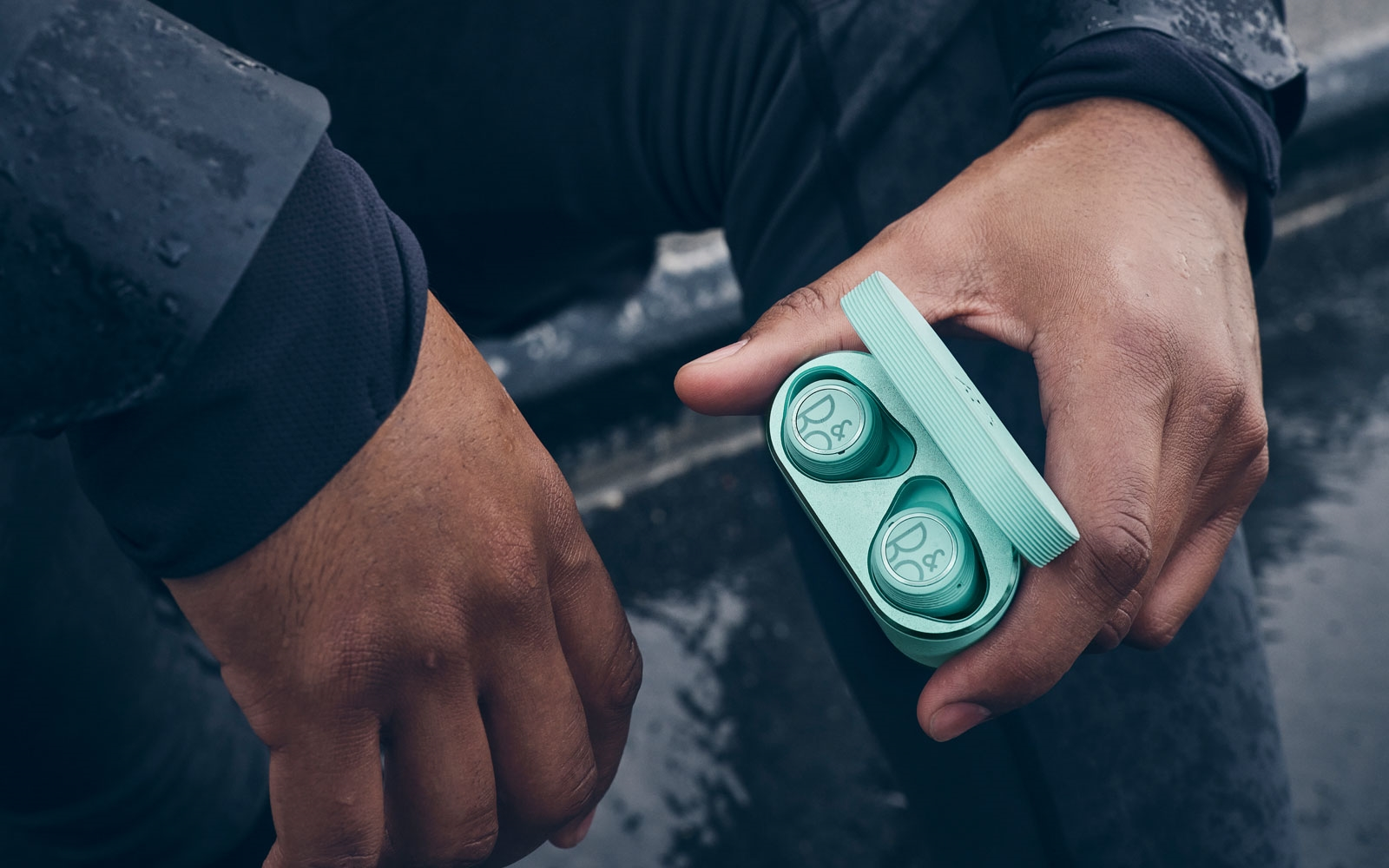 Bang  and  Olufsen's Beoplay E8 Sport are pricey wireless earbuds for workouts | DeviceDaily.com