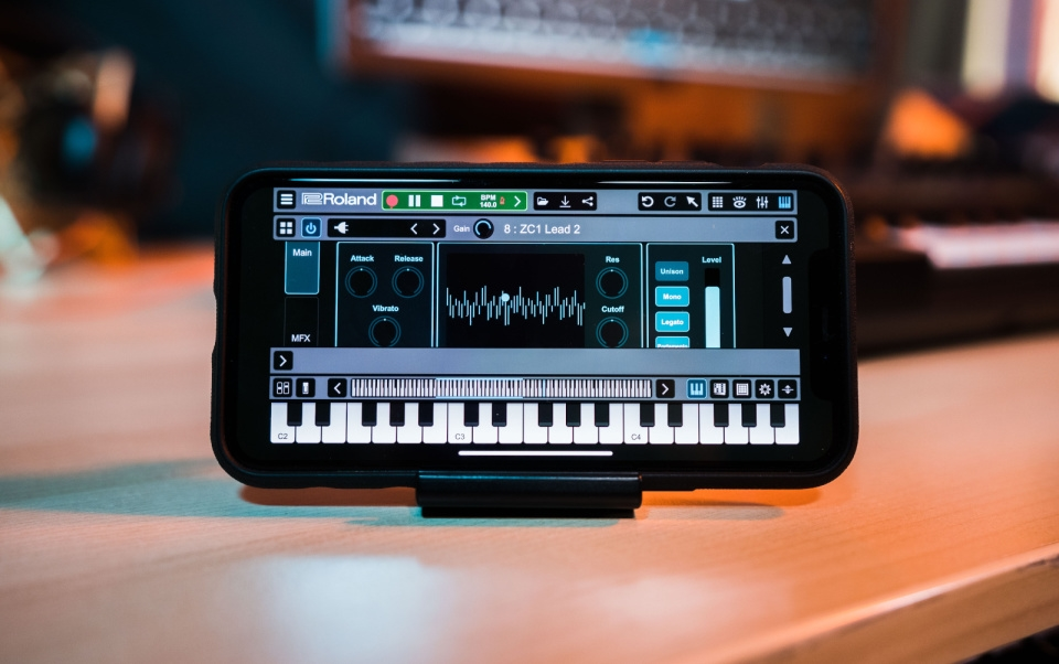 Roland's synth engine comes to mobile devices with the Zenbeats 2.0 app | DeviceDaily.com
