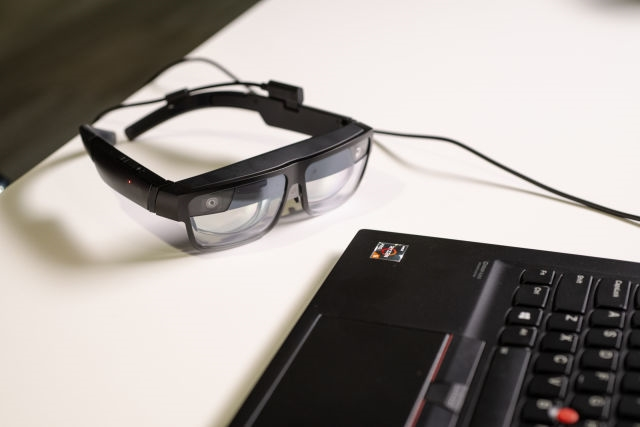 Lenovo's ThinkReality A3 Smart Glasses can show up to five virtual displays | DeviceDaily.com
