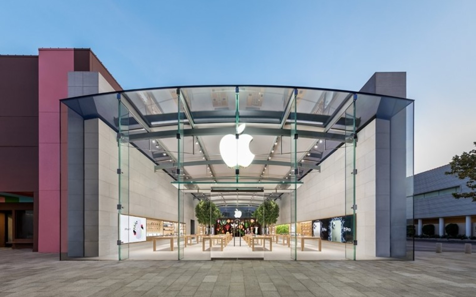 Apple is temporarily closing more stores due to COVID-19 | DeviceDaily.com
