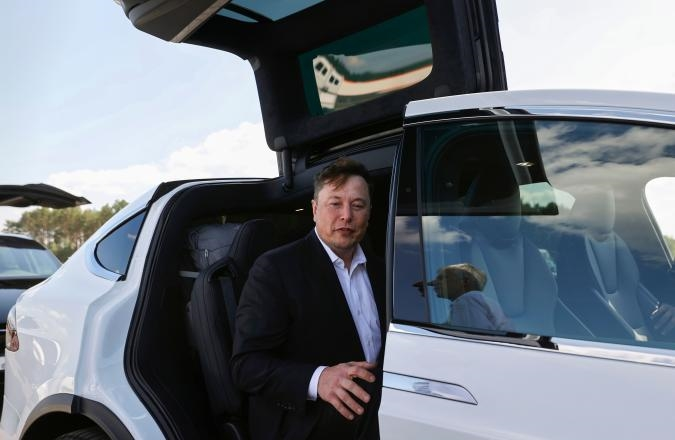 Elon Musk and Tesla face lawsuit for allegedly violating SEC deal   DeviceDaily.com