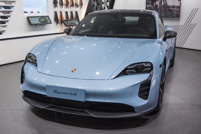 Porsche adds the Taycan EV to its car subscription service | DeviceDaily.com