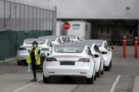 Tesla will require masks for all workers at its Nevada battery factory