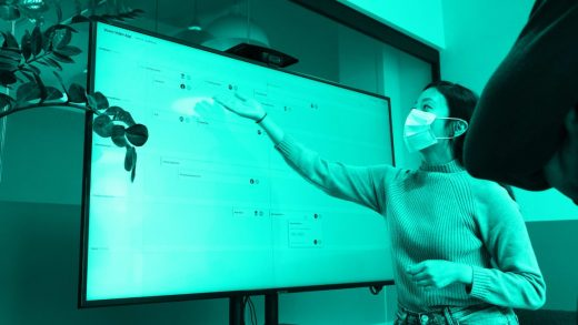 3 ways leaders can hold engaging presentations in a hybrid setting